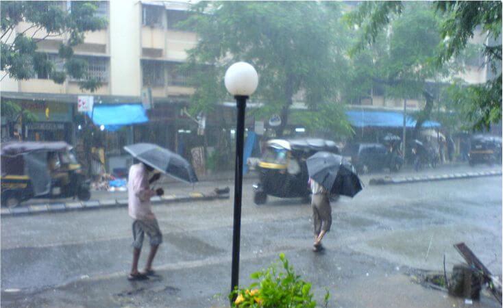 अगले 24 घंटों में मुंबई में भारी बारिश की संभावना, मौसम विभाग ने जारी किया रेड अलर्ट