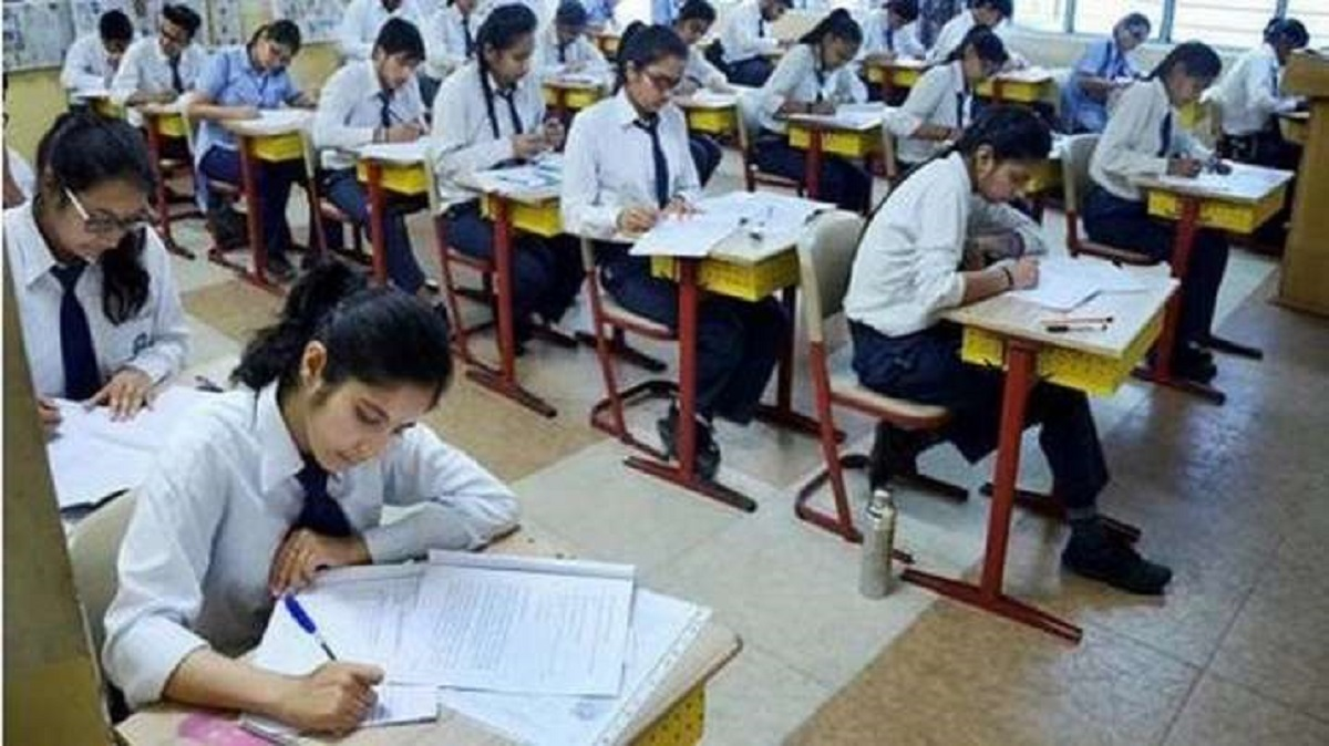 CBSE 10th, 12th Exams 2020 cancelled : सीबीएसई 10वीं, 12वीं 1 – 15 जुलाई तक होने वाली की शेष परीक्षा रद्द, कल फिर होगी सुनवाई