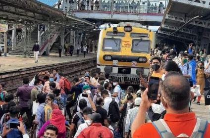 नालासोपारा स्टेशन पर लोगों का हंगामा, मुंबई लोकल लाइन को किया ब्लॉक