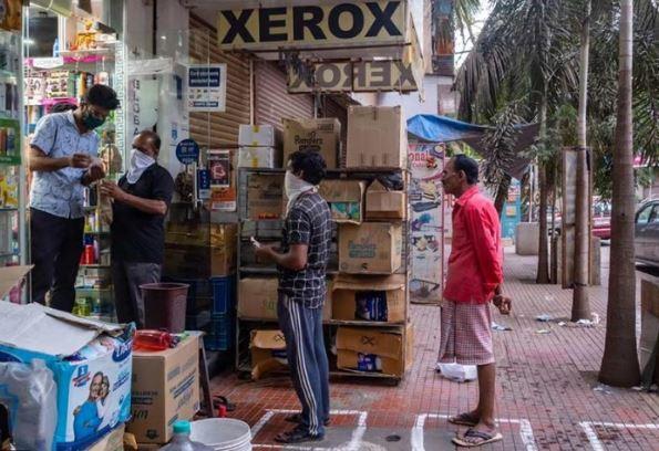 महाराष्ट्र सरकार ने दुकानों के बंद होने का समय दो घंटे और बढ़ाया