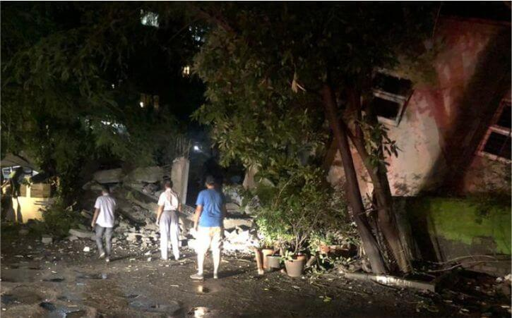 Portion of building collapses on Sherley Rajan Road in Mumbai's Bandra