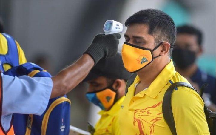 IPL 2020: CSK के करीब 12 सदस्य निकले कोरोना पॉजिटिव, दुबई में पूरी टीम क्वारंटाइन