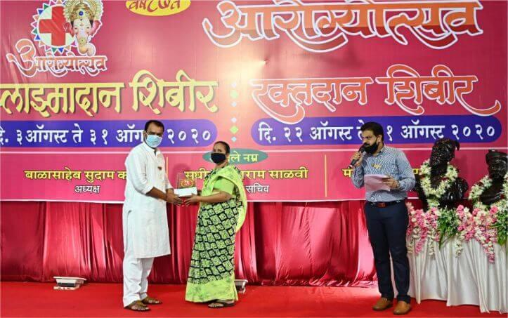 लालबागचा राजा गणेशोत्सव मंडल ने कोरोना के लड़ाई में शहीद मुंबई पुलिस के परिवारों को 1 लाख रुपये दिए
