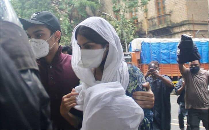 Sushant Singh Case: पूछताछ के लिए ED ऑफिस पहुंचीं रिया चक्रवर्ती