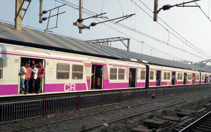 दिवाली से पहले मुंबई की लोकल ट्रेन शुरू होने की संभावना नहीं
