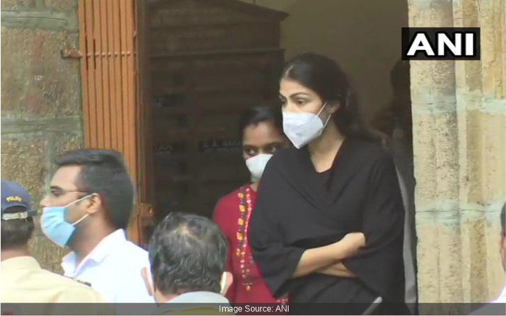 रिया चक्रवर्ती को अदलात ने 14 दिन के लिए जेल में भेजा