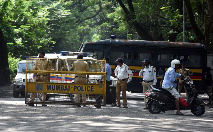 कोरोना के तेजी से बढ़ते मामलों के चलते मुंबई में धारा 144 लागू