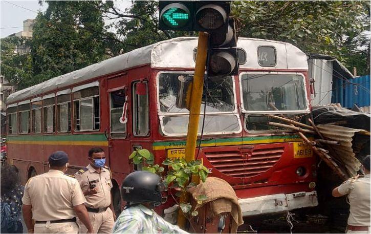 मुंबई के चेंबूर बेस्ट बस चलाते समय ड्राइवर को आया हार्ट अटैक