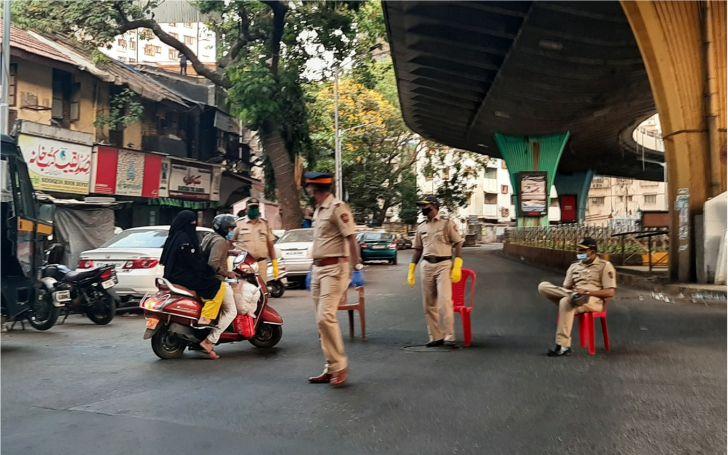 लॉकडाउन का उल्लंघन करने वालों पर पुलिस का सिकंजा, अब तक 41 हजार लोग गिरफ्तार