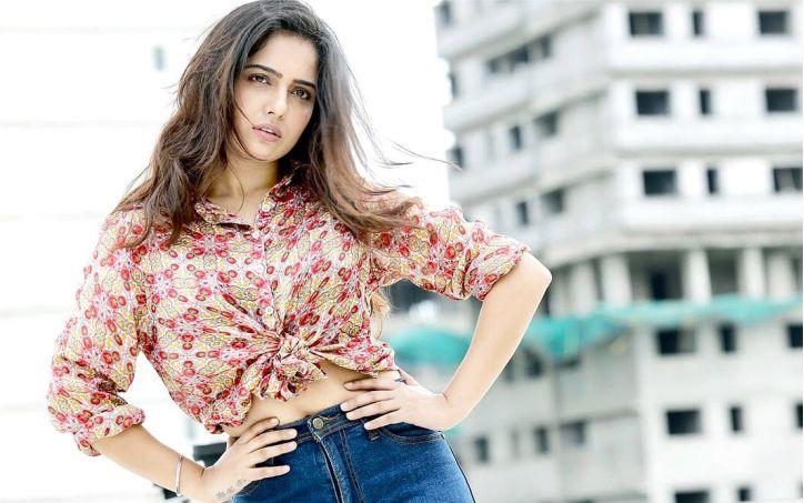 अभिनेत्री मालवी मल्होत्रा पर चाकू से हमला, पीड़िता और हमलावर दोनों अस्पताल में भर्ती