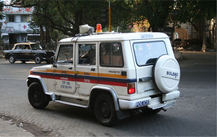मुंबई में बार और पब में पुलिस का छापा, 196 लोग गिरफ्तार