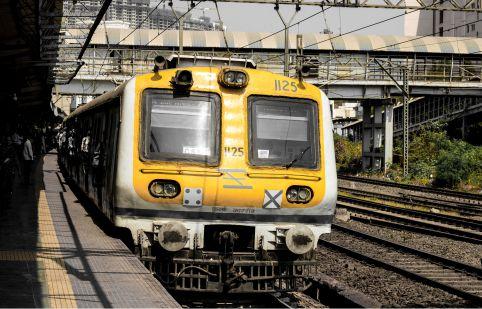 मुंबई लोकल से जुड़ी बड़ी खबर, राज्य सरकार की इस मांग पर रेलवे ने दिखाया हरी झंडी