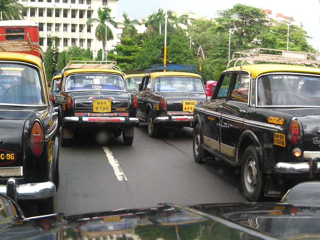 Mumbai Night Curfew updates: नाइट कर्फ्यू में भी दौड़ेंगे ऑटो - टैक्सी