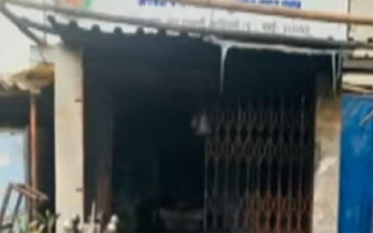 मुंबई के कांदिवली में आग लगने से दो लोगों की जलकर मौत