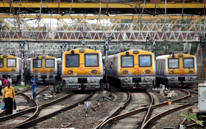 Mumbai Local Train: क्या मुंबई में फिर बंद होगी लोकल ट्रेन ?