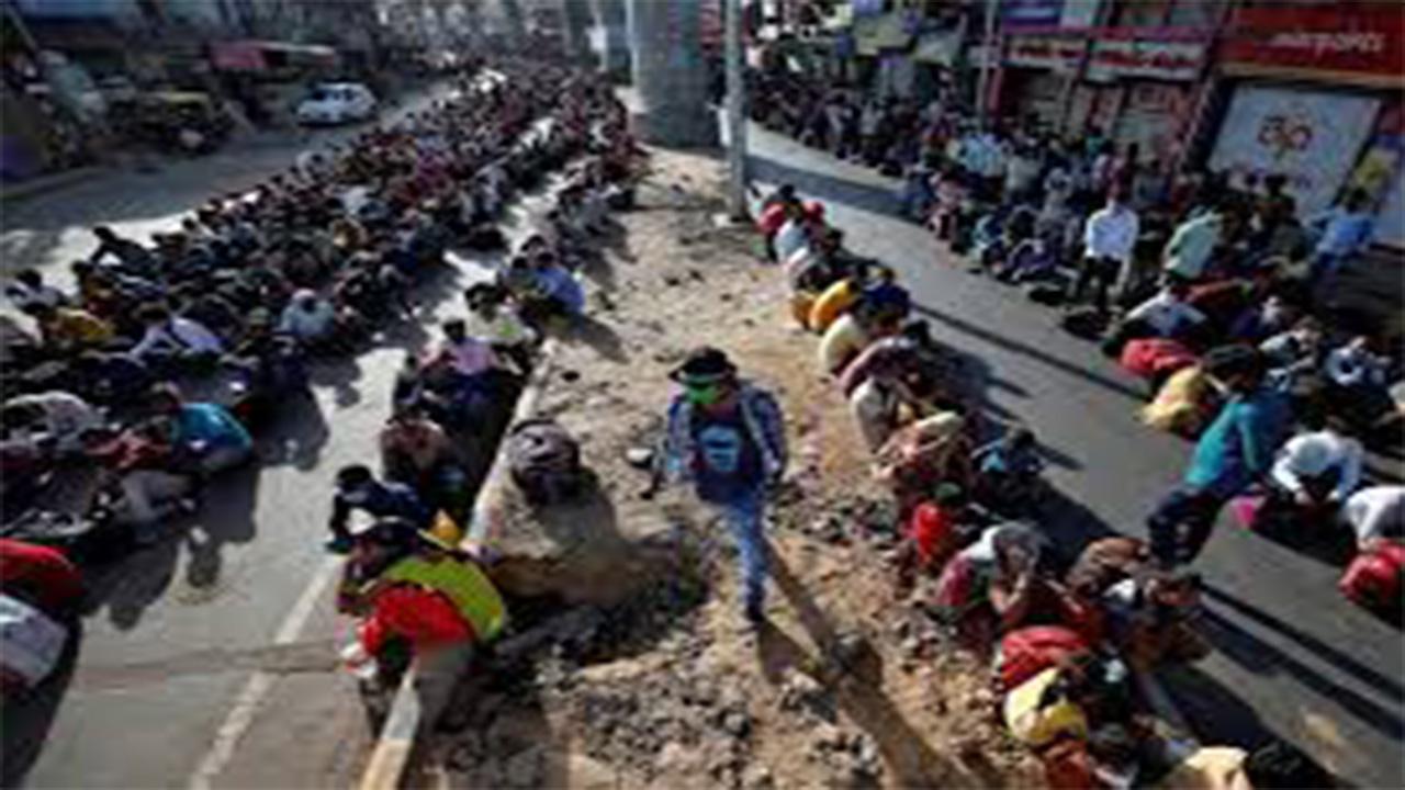 नागपुर में प्रवासी मजदूर फिर सड़कों पर, गांव जाने के लिए बसों का इतंजार