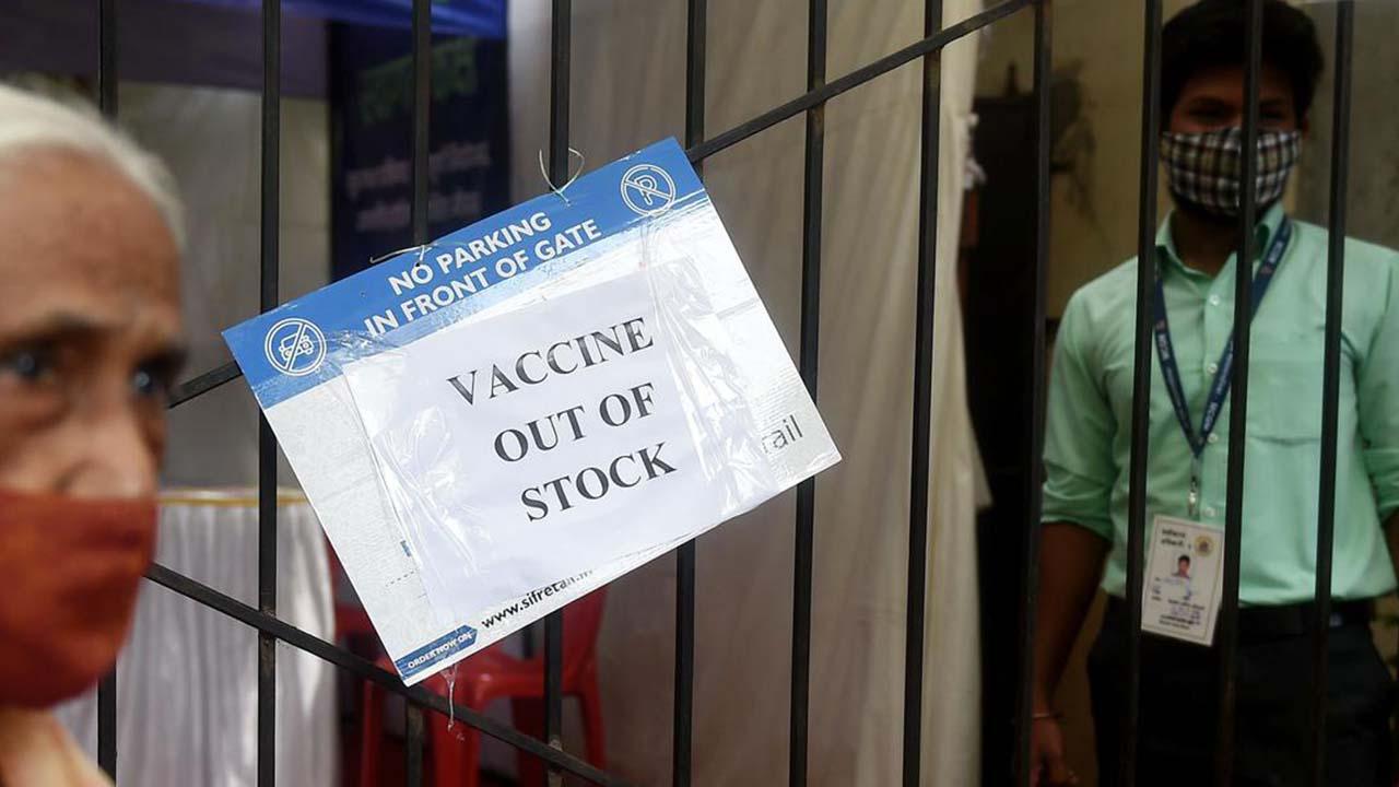कोरोना वैक्सीन की कमी के कारण फिर बंद हुए मुम्बई में टीकाकरण केंद्र