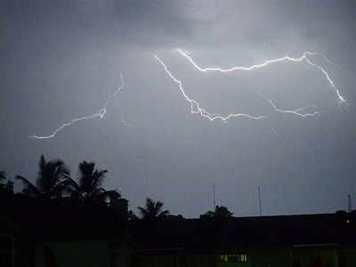 महाराष्ट्र के मराठवाड़ा में बिजली गिरने से 10 लोगों की मौत