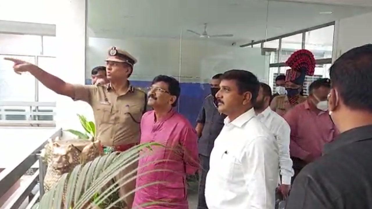 BJP कार्यालय पर तोड़फोड़ करने वालों को ढूंढ रही है पुलिस, राउत ने की कमिश्नर से मुलाकात