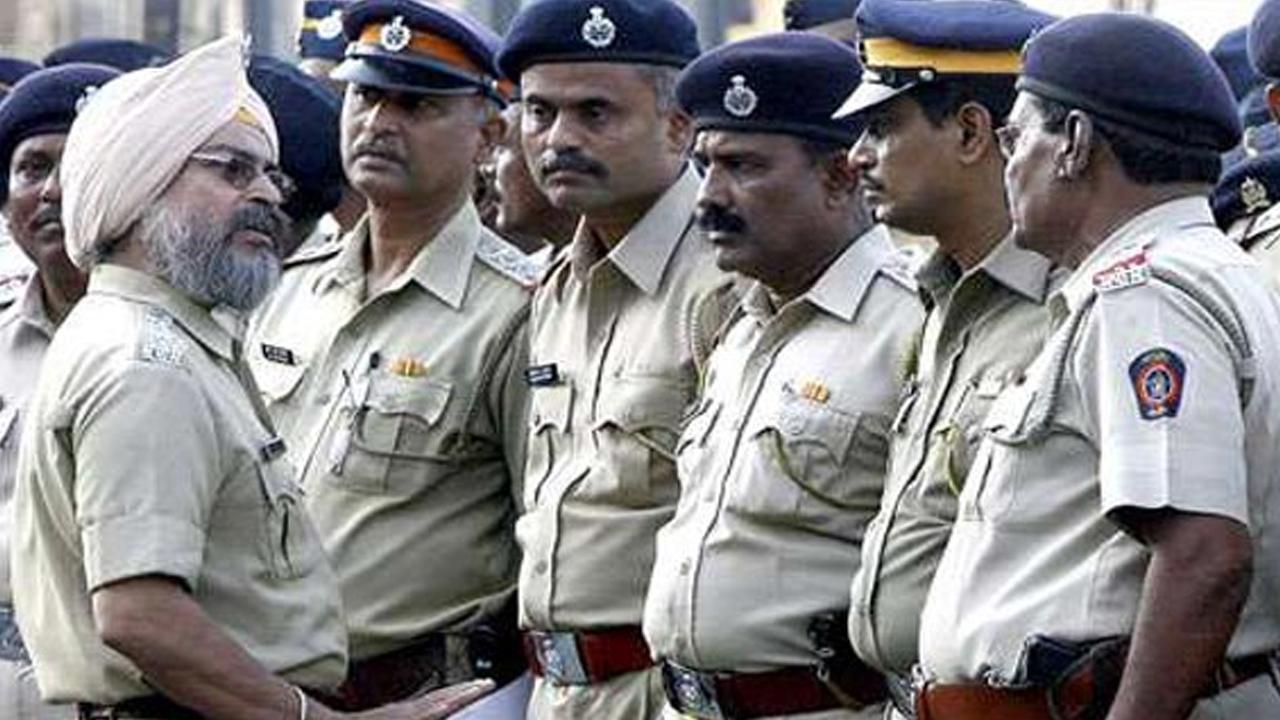 महिलाओं को सुरक्षित करने के लिए मुम्बई पुलिस का मास्टरपालन