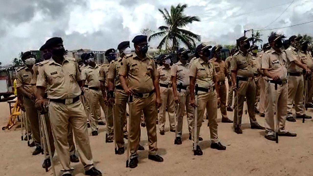 आज मुंबई में परिंदा भी नहीं मार सकता पर, चप्पे-चप्पे पर मुम्बई पुलिस