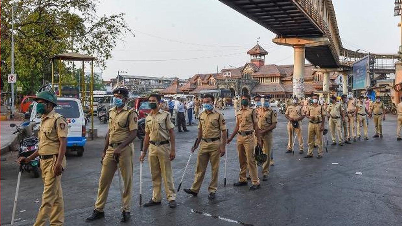 नेता हो या अभिनेता भीड़ नहीं होने दी जाएगी, मुम्बई पुलिस सख्त