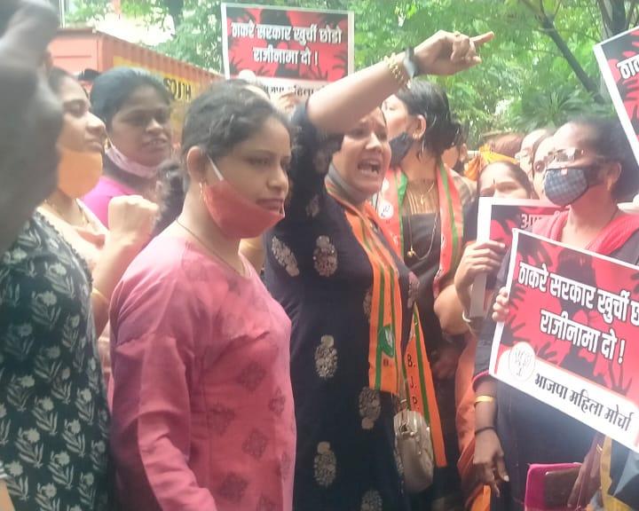 रेप की बढ़ती घटनाओं को लेकर मुम्बई में विपक्ष का जोरदार विरोध प्रदर्शन