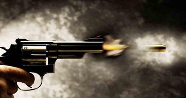 बंदूक की नोंक पर लुटेरों ने किया दुकान में प्रवेश, घटना CCTV में कैद