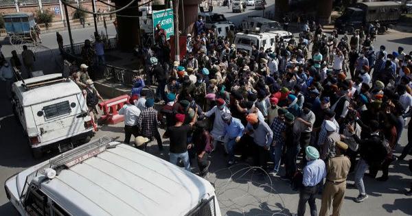 दो अध्यापकों की हत्या के बाद कश्मीर से लोग कर रहे हैं पलायन