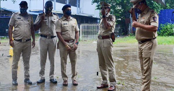 ठाणे के उल्हासनगर में ऑनड्यूटी पुलिसवालों पर धारदार हथियार से वार